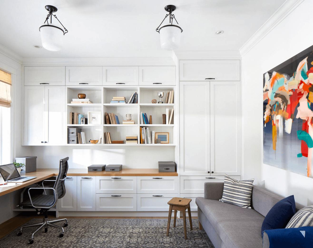 在起居室的窗台邊搭配張椅子,就是舒適工作空間