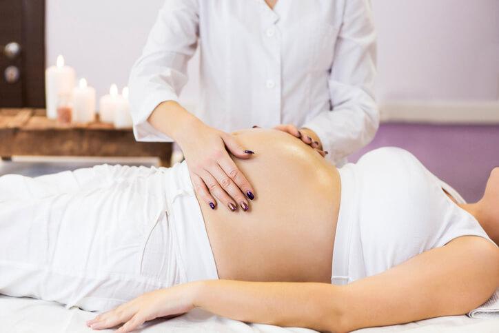 孕期按摩法完全可以緩解懷孕所帶來的痠痛和水腫,做完產前按摩晚上也能比較好睡,而且非常安全。