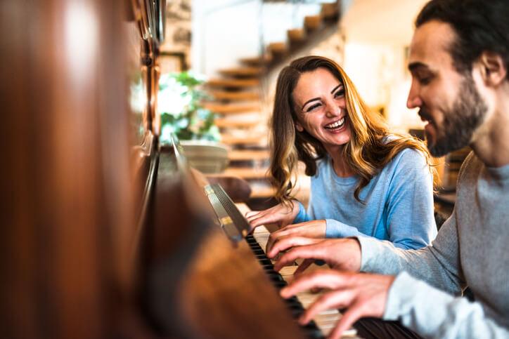 「學鋼琴好還是學吉他好呢?」想變聰明先學音樂就對了!