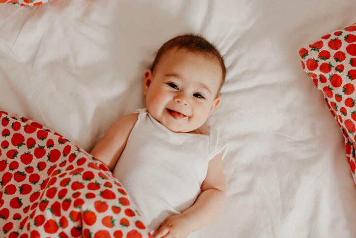 新生兒最主要的任務就是「吃+睡」,帶寶寶回家後,就要立刻訓練寶寶適應家中作息,為寶寶訂定作息時間表,訓練固定時間吃、固定時間睡。