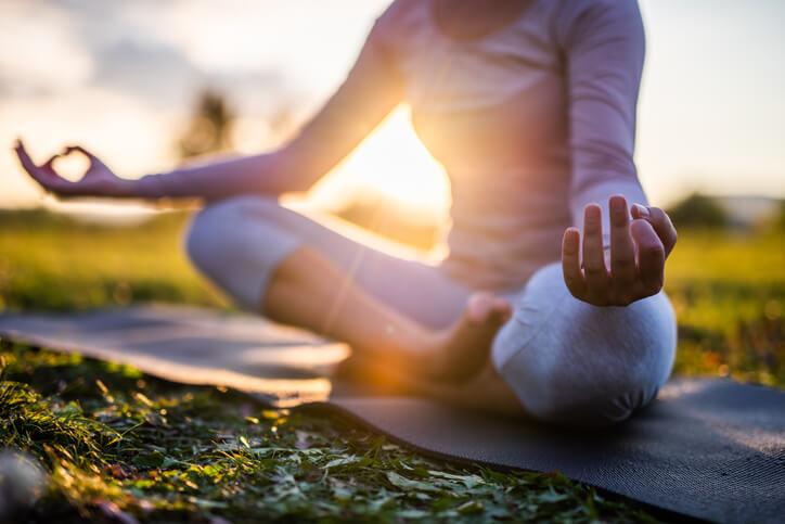 蓮花坐式→放空冥想,放鬆髖關節