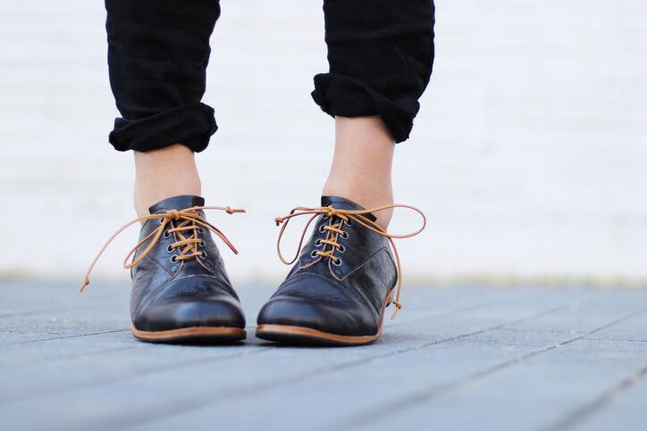 告別寒冬快把褲管捲起來吧!從小地方著手便能表現出女性腳踝部位的纖細感。