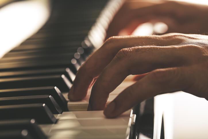 40歲了以後還能學鋼琴嗎?專家說:善用這個年齡以前的潛能吧!