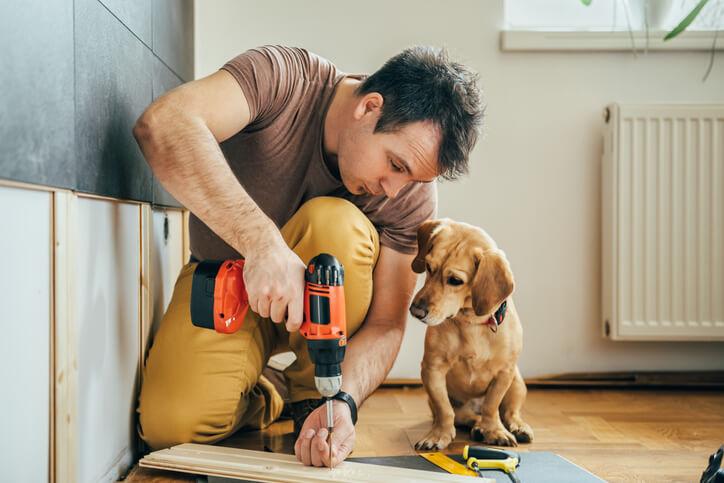 木工用具,從防護用的護目鏡跟口罩,電動、手動用具,到五金零件跟塗刷用品。