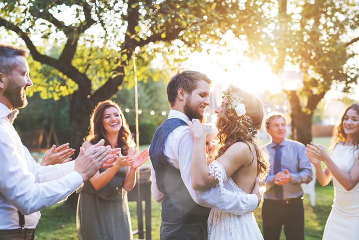 沒有人可以不花一毛錢就能舉辦一場完美婚禮,但為了不花冤枉錢,建議大家一開始就要把預算訂出來,一邊花費一邊也要養成記帳的好習慣,才不會一個不注意就花超額。