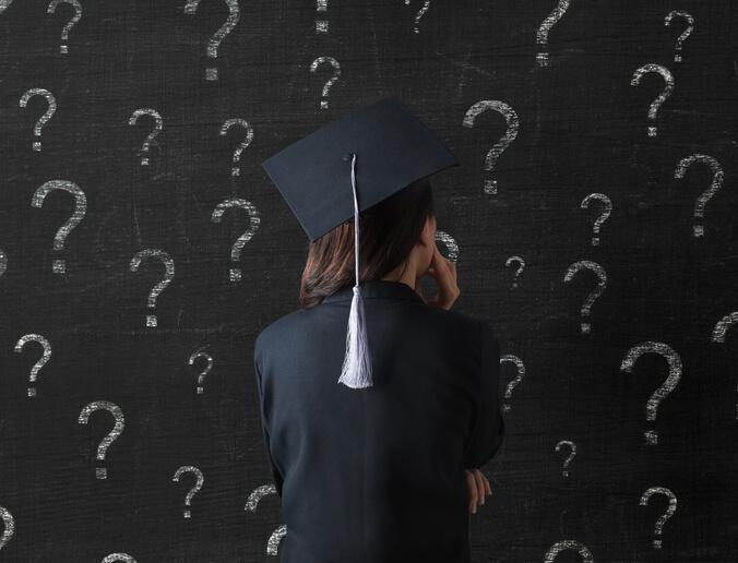 目前職場仍存在著低薪的窘況,所以也讓不少畢業生猶豫著:究竟自己應該繼續升學?還是該接受低薪的事實選擇投入職場?