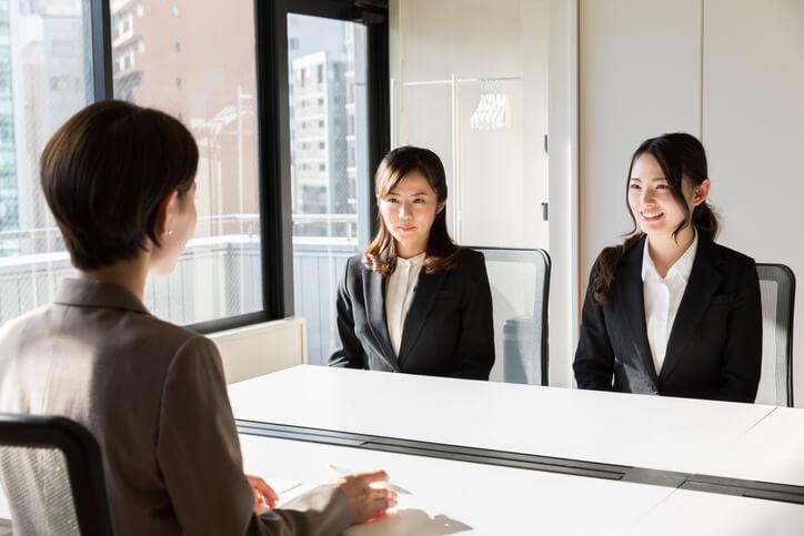 俗話說:「機會是留給準備好的人」,業務、行銷、助理,看似相同職務卻會因行業屬性不同有差異。