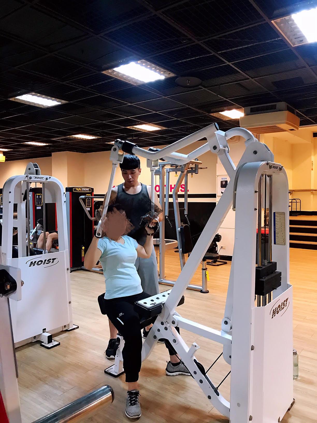 健身方面,是成功帶領20幾位學生體態改變,甚至有80公斤體脂肪35%的學生,練到變成70公斤體脂肪7%