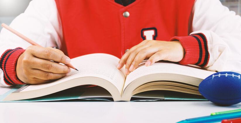 一般而言,會報考托福測驗的人多半都是為了申請英語系國家學校,雖然托福測驗可以無限次數報考,但因為托福測驗內容偏學術測驗,與多益相較之下涵蓋的範圍較廣、需要知道的知識量與單字量也更多。