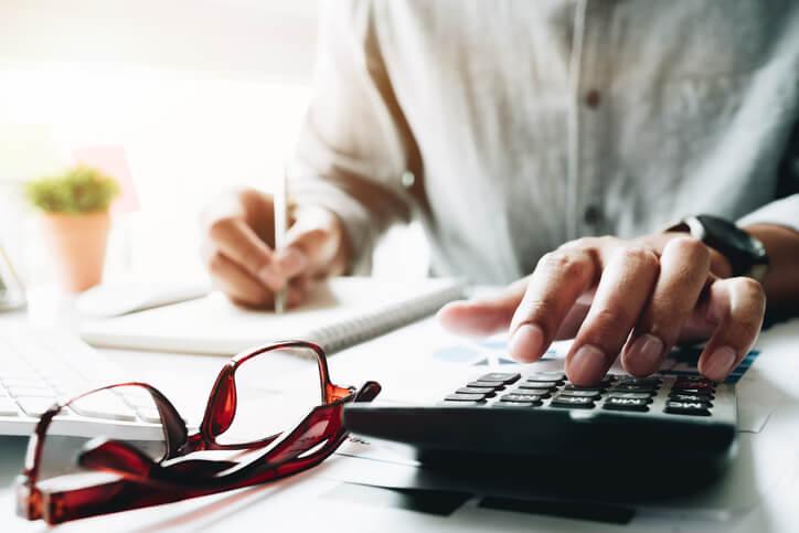 收費金額對客戶來說是報價中的重點,過高或過低的價格對客戶或專家來說都是問題,因此專家需要按照您的專業與所在市場環境來訂定合適的價格。