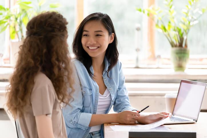 專家也可以爭取拜訪客戶的機會,根據不同的行業別,有些能適時提供免費諮詢的服務,幫助客戶理解需求外,也讓自己擁有展現專業的良好機會
