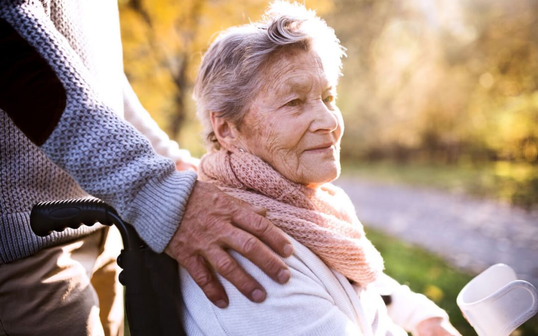 長期照護壓力大,親人也該喘口氣!聘用看護該選擇外籍還是台籍?